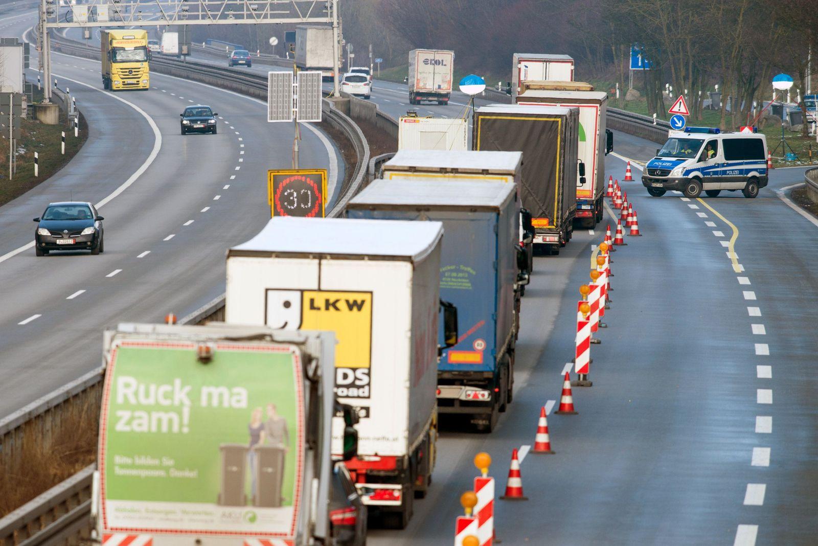 Verkehrsbehinderungen/ Grenzkontrollen
