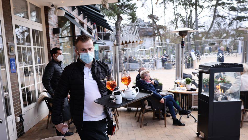 »Wichtig«-Kellner am Montag in Timmendorfer Strand