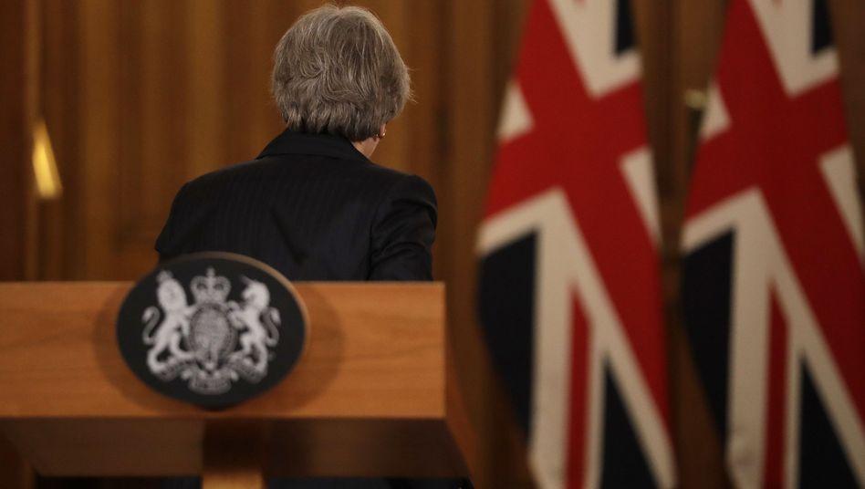 Premierministerin May: Ihre Feinde wagen sich vor.