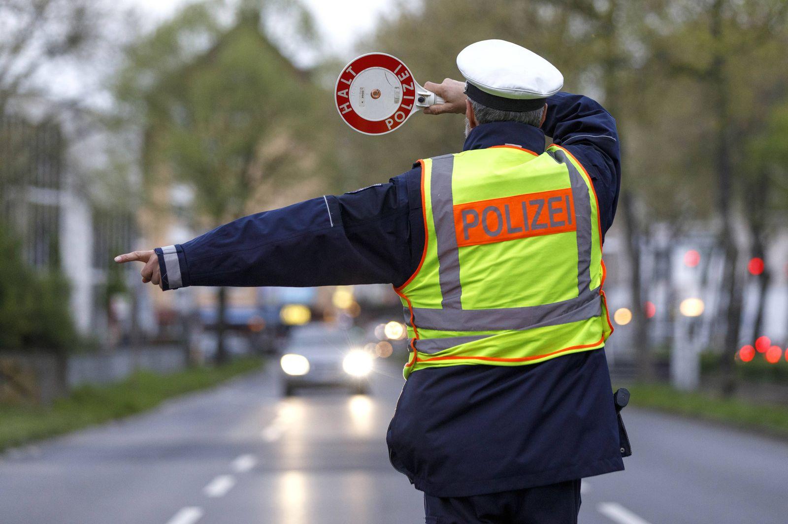 Schwerpunkt Kontrolle der Polizei Köln auf der Luxemburger Straße Köln 05 04 2017 Foto xC xHardtx