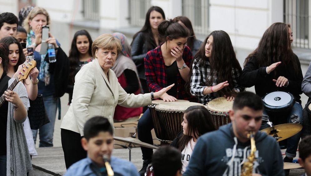 Merkel beim Schulbesuch: Ein Selfie mit der Kanzlerin
