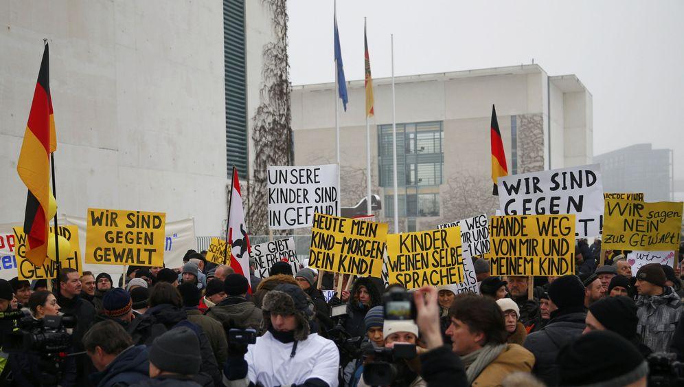 """Ausländerfeindliche Demo: """"Wo die Monster frei sind"""""""