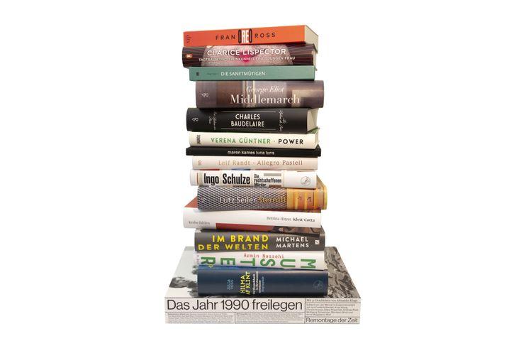 Stapel mit den nominierten Büchern