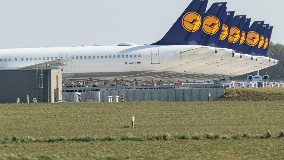Lufthansa-Flotte auf dem noch geschlossenen Rollfeld des Flughafen BER in Berlin