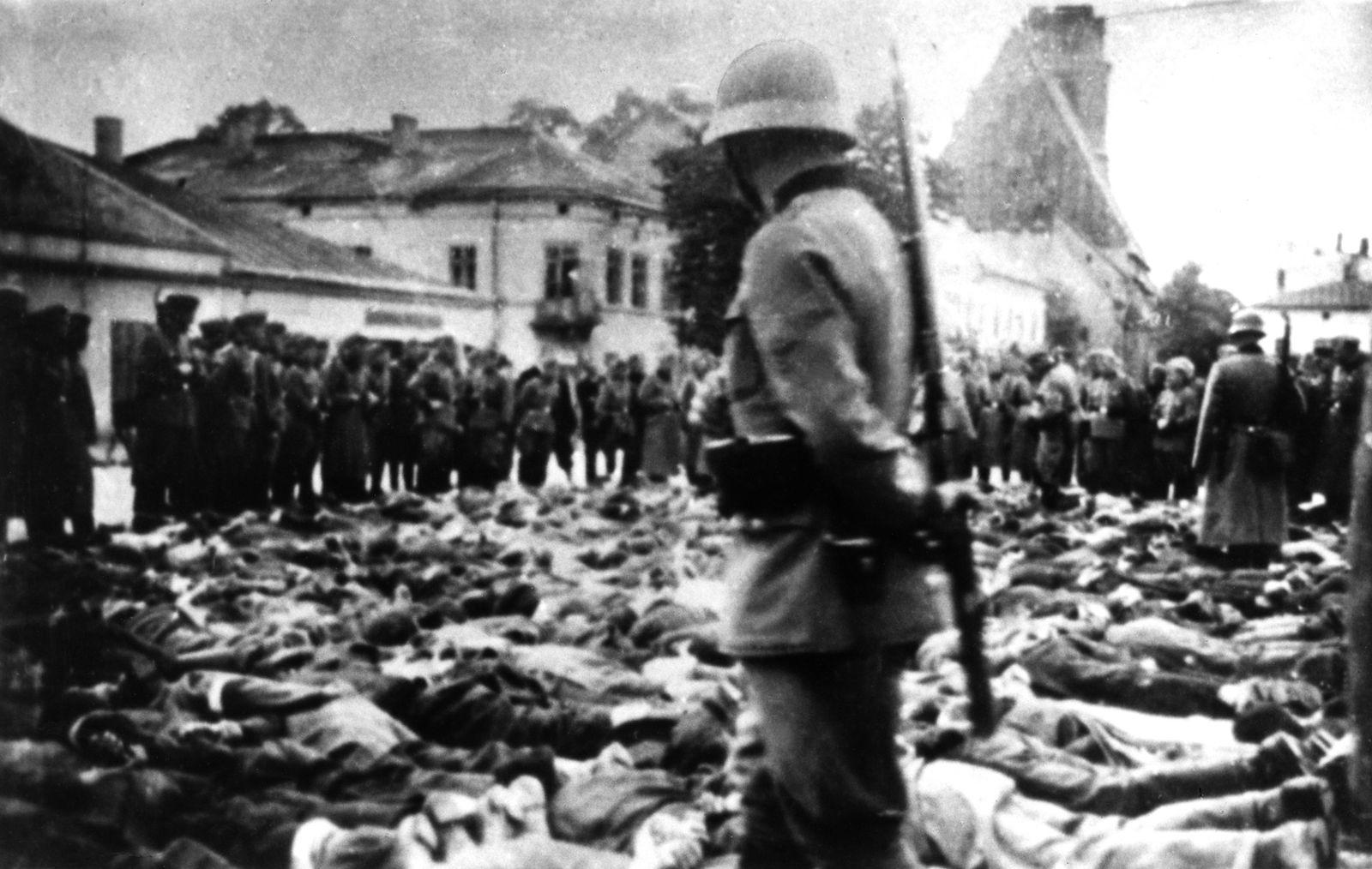 Hans Swarowsky - Selektion der Juden auf dem Ringplatz in Olkusz, die dabei gezwungen werden, bei Frost und Schnee am Boden zu liegen
