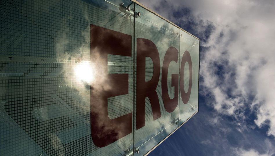 Schild vor Ergo-Zentrale in Düsseldorf: Schaden im zweistelligen Millionenbereich?