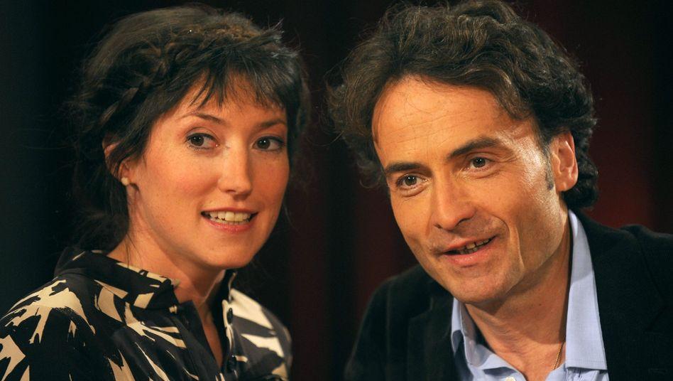 """Brav wie nie: Charlotte Roche und Giovanni di Lorenzo sind das Gastgeber-Duo der Radio-Bremen-Talkshow """"3 nach 9"""". Die bisherige Skandalnudel zeigte sich bei der Premiere ungewohnt unauffällig"""