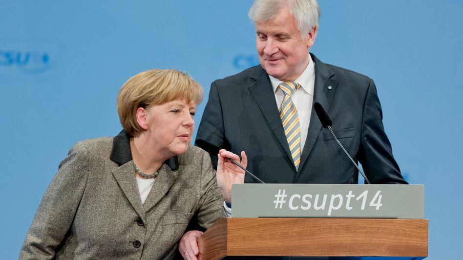 CDU-Chefin Merkel, CSU-Chef Seehofer: Deutliche Kritik am Kurs der Kanzlerin