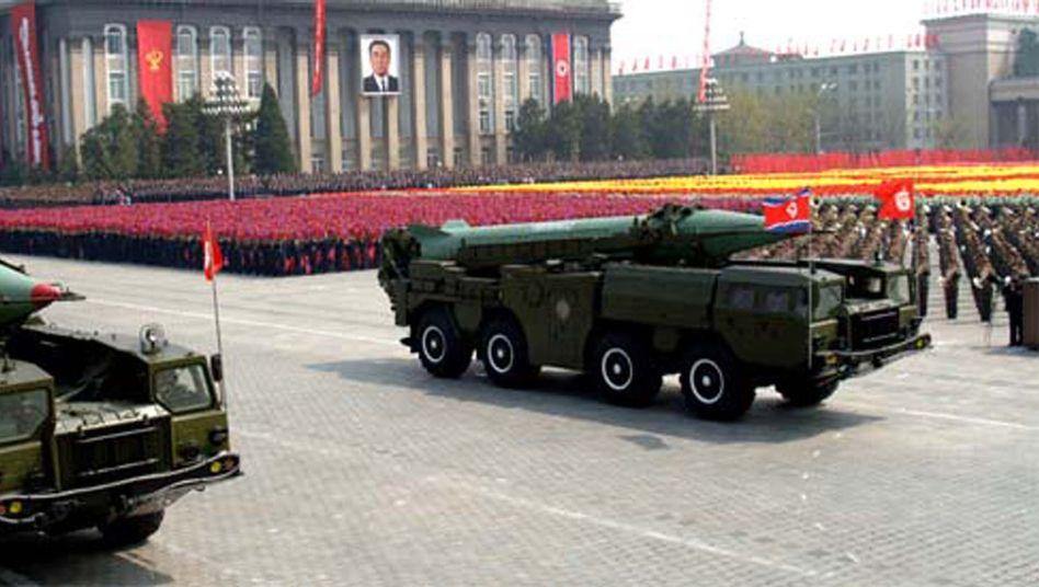 Militärparade mit nordkoreanischen Raketen in Pjöngjang: Heimlicher Handel mit Iran