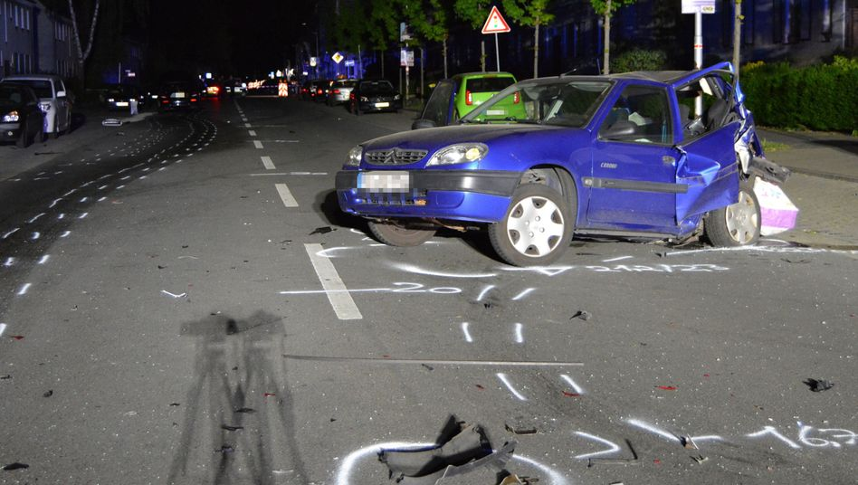 Das Auto der nach einem Autorennen verstorbenen unbeteiligten Frau