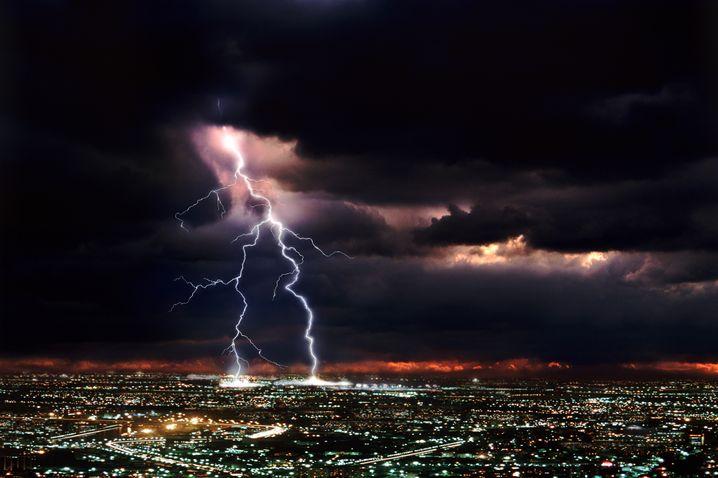 Gewitter über Großstadt: Für Regionen wie Deutschland sagen die Forscher mehr Starkregen voraus