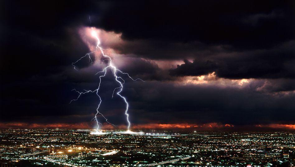 """Gewitter über Großstadt: """"Klimareport wird jeden zu Tode erschrecken"""""""