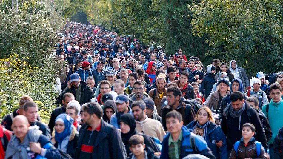 Flüchtlinge an der ungarisch-österreichischen Grenze im September 2015