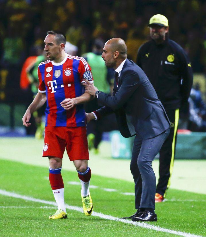 Pep Guardiola (r.) 2014 als Trainer des FC Bayern mit Franck Ribéry
