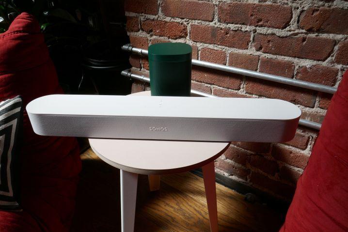 Sonos Beam mit grünem Play One