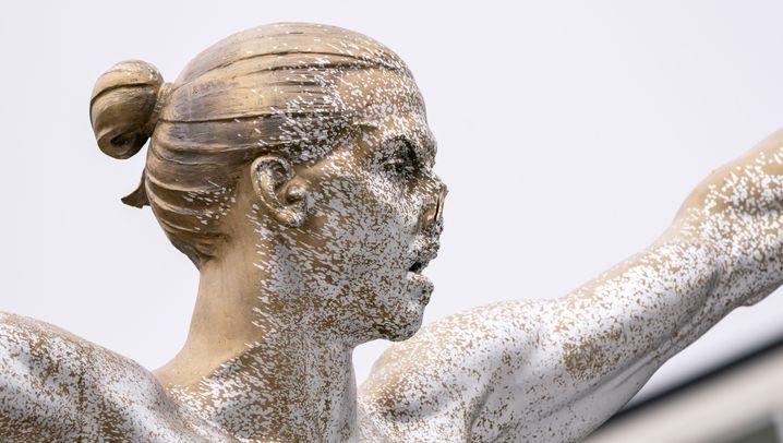 Statue von Zlatan Ibrahimovic: Angriff mit Säge