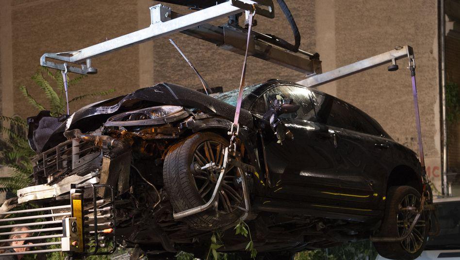 Der Unfallwagen: Vier Menschen wurden am Freitag tödlich verletzt