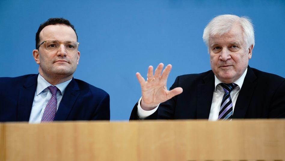 """Gesundheitsminister Jens Spahn (CDU), Innenminister Horst Seehofer (CSU): """"Deutlich verschärfte Lage"""""""