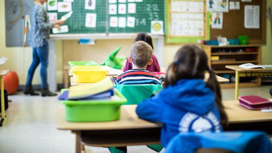 Lutschen und testen: NRW will die Infektionsketten in Schulen unterbrechen