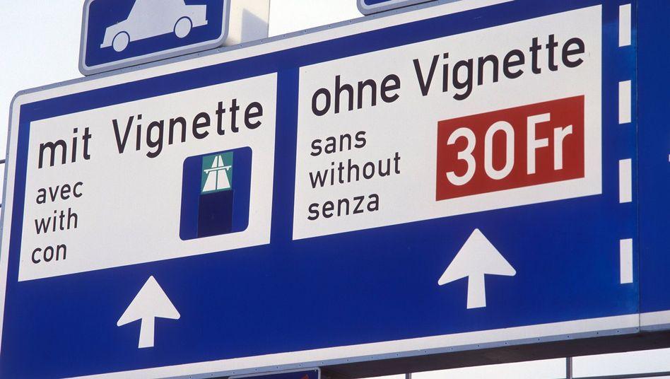 Bußgeldankündigung in der Schweiz: Die Autobahn-Vignette wird teurer