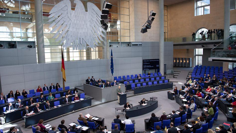 Abgeordnete im Plenarsaal des Bundestags (April 2019)