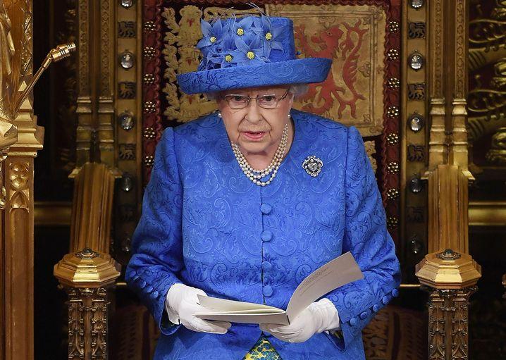 """Die Queen am 21. Juni 2017 in himmelblauem """"Europa-Kostüm"""": Ein geheimes Zeichen wider den Brexit?"""