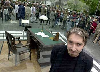 Künstler Zakharov, Adorno-Denkmal: Bild des Augenblicks