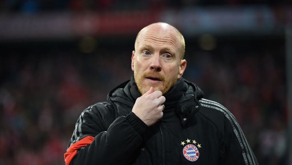 """Bayern-Sportdirektor Sammer: """"Der hat mal einen Puck an den Kopf bekommen"""""""