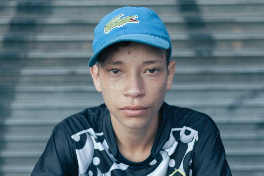 Pablo möchte unabhängig sein, deswegen lebt er lieber in einem besetzten Haus als bei seinem Vater