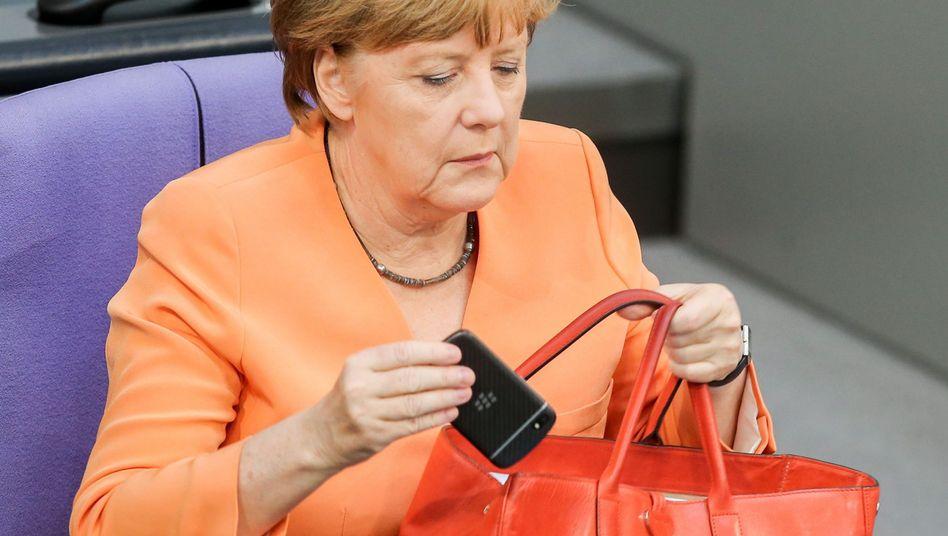 """Kanzlerin mit Blackberry im Bundestag: Amerikaner """"unter Erklärungsnot"""""""
