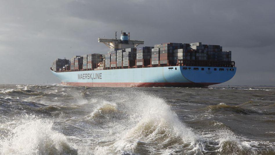 Containerschiff vor Bremerhaven: Hohe Schulden im Bundesland