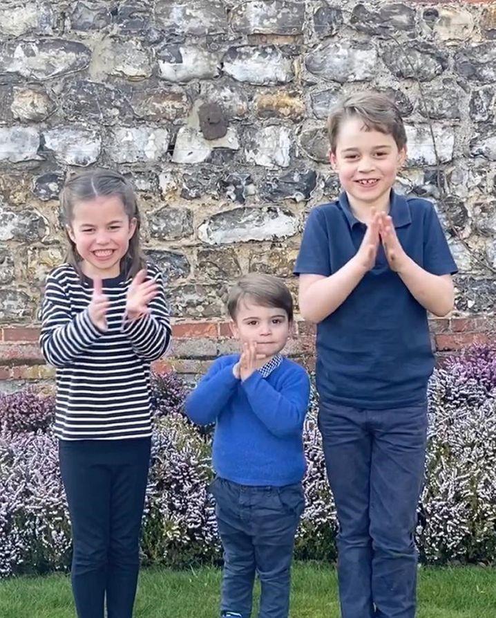Der royale Nachwuchs applaudiert für den Einsatz der NHS-Angestellten während der Coronakrise: Prinzessin Charlotte sowie die Prinzen Louis und George