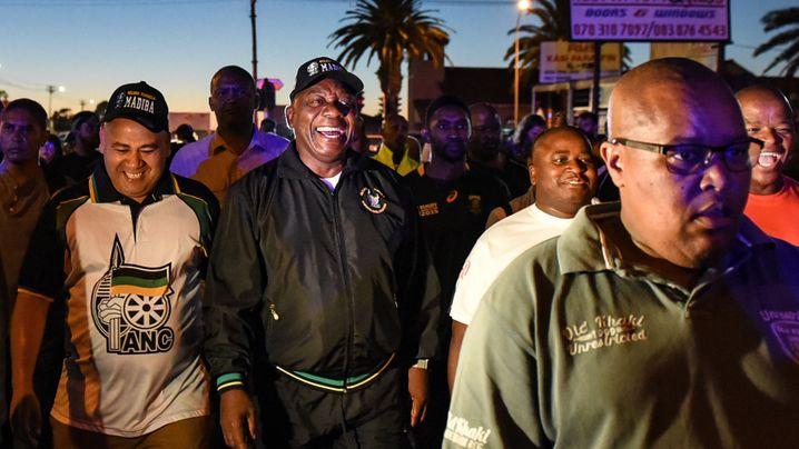 """Südafrikas Präsident geht spazieren: """"Die Wampe muss weg"""""""