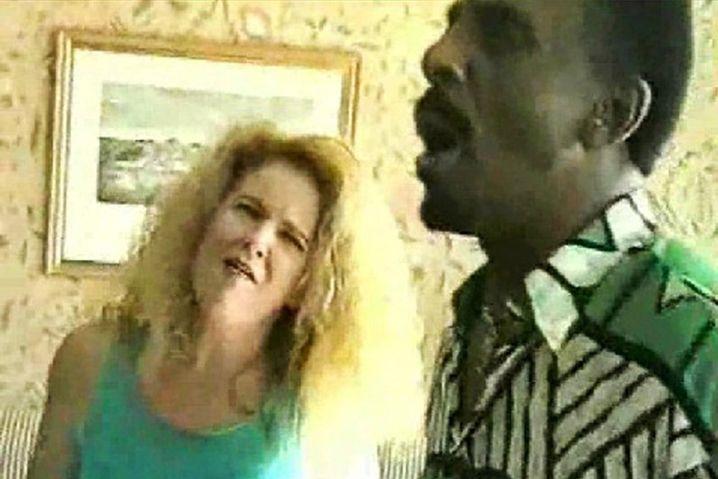 Video aus Gerhard Augustins Privatarchiv: Ike Turner probt in einem Hotelzimmer mit seinen Backgroundsängerinnen für einen Auftritt (zum Starten klicken Sie bitte das Bild an)