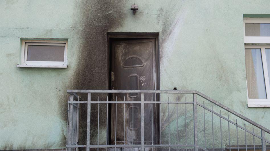 Der rußgeschwärzte Eingang der Fatih-Moschee in Dresden