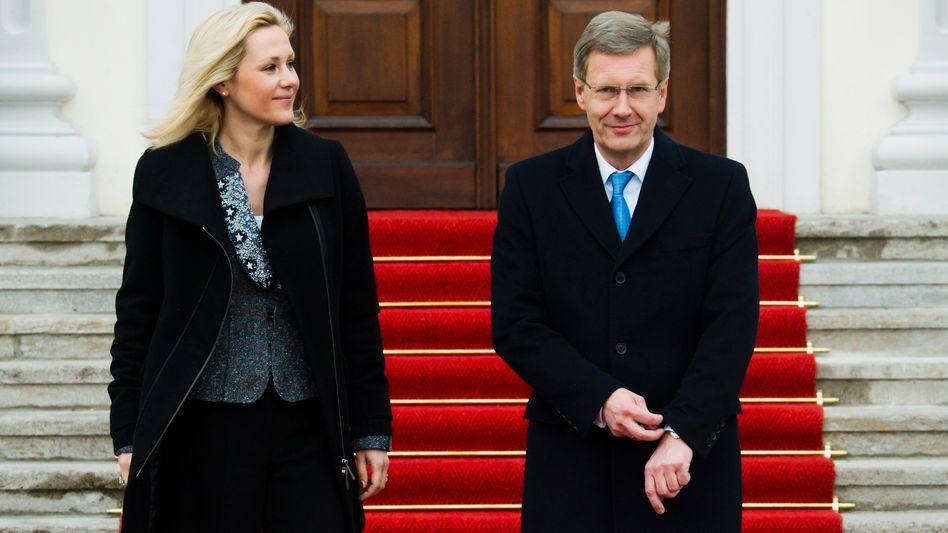 Bundespräsident Wulff und seine Frau Bettina: Deutsche vorerst gnädig