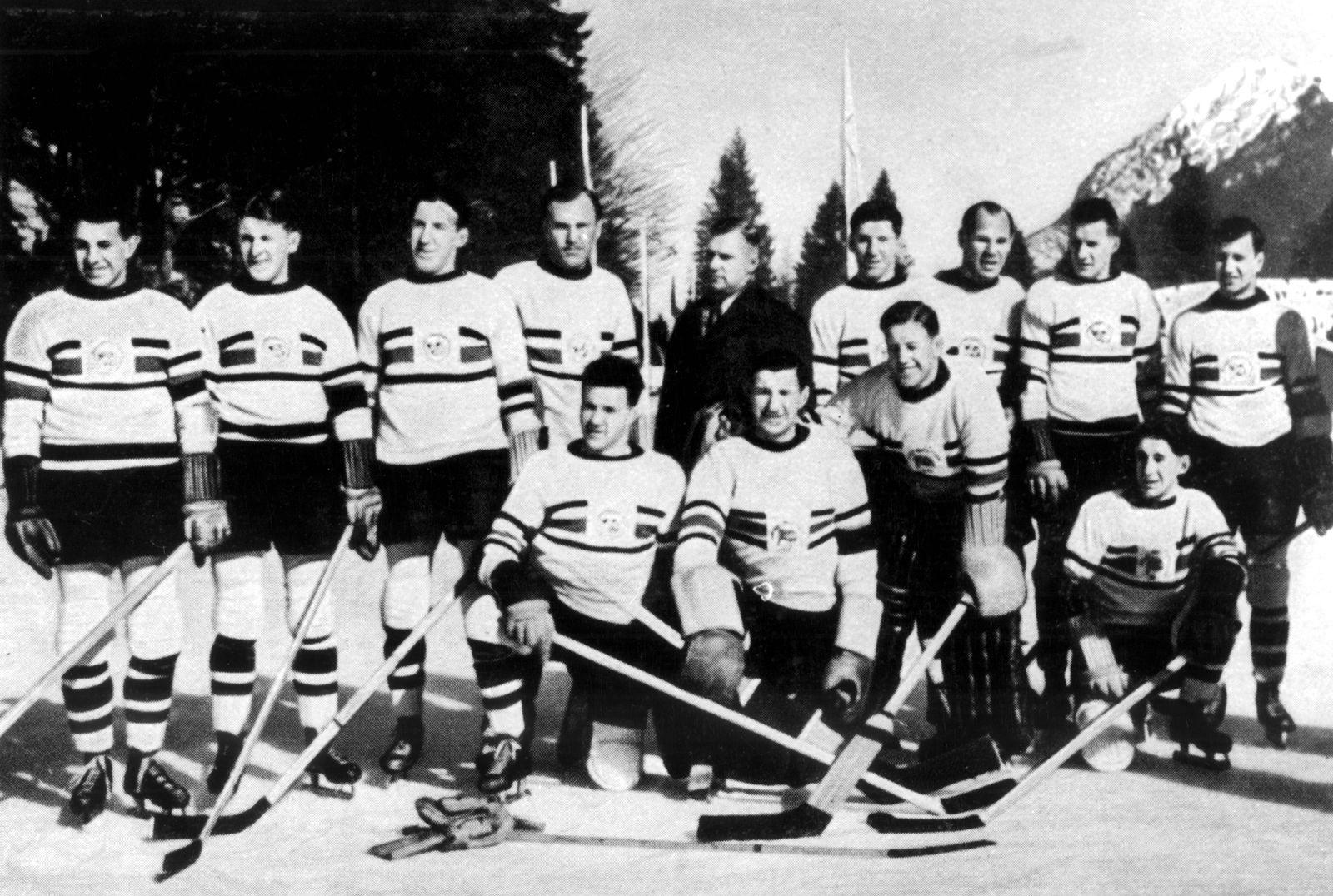 Winter Olympics 1936 - Garmisch and Partenkirchen in Bavaria, Germany. Great Britain ice hockey team who beat Canada to