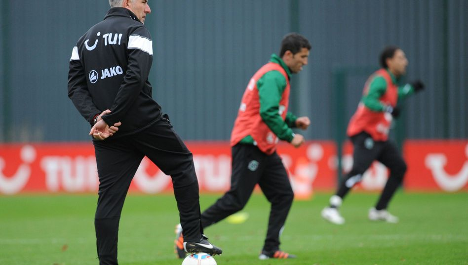 Mirko Slomka beim Training von Hannover 96: Genaue Persönlichkeitsanalysen.