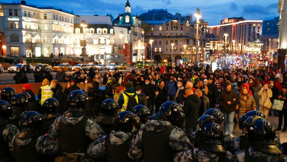 Nawalny-Anhänger gehen in Moskau auf die Straße