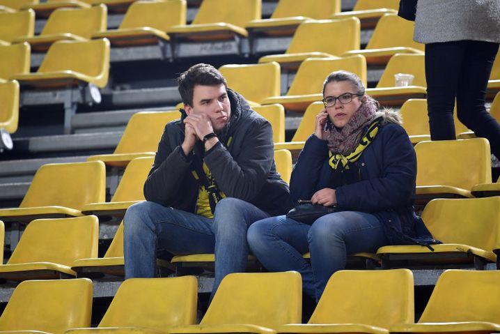 Zwei Fans im Dortmunder Stadion