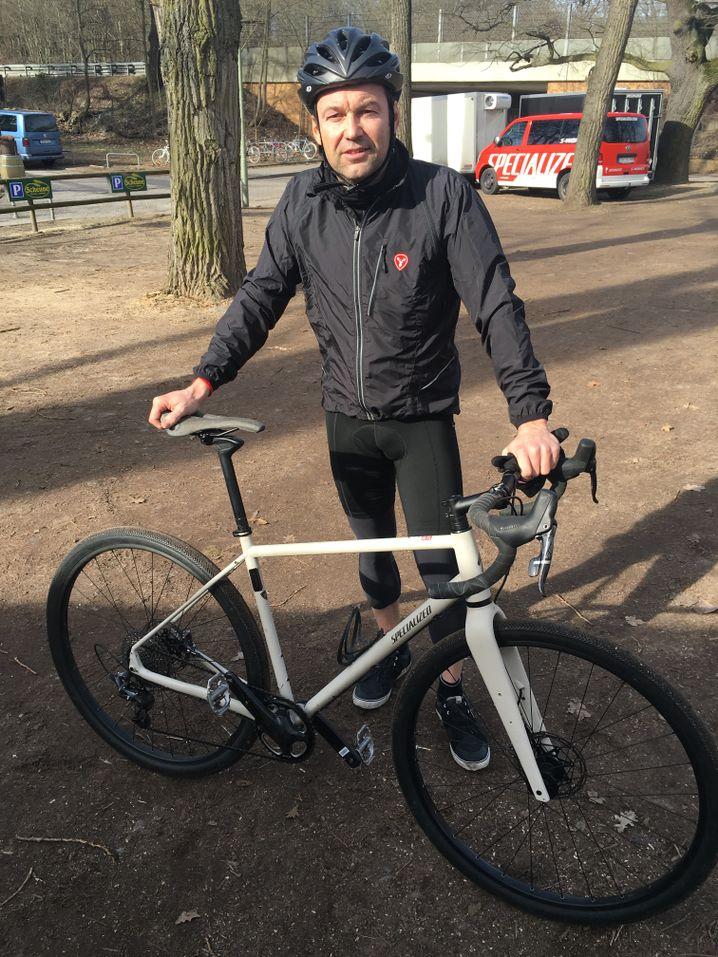 Ralf Neukirch mit dem Rad von Specialized