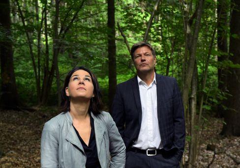 Kein neues »Tatort«-Ermittlerduo, sondern die Grünenchefs Baerbock und Habeck im Brandenburger Moor