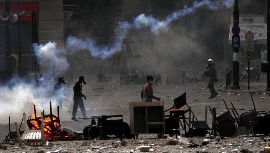 Proteste gegen griechischen Sparkurs: Not, Steine, Scherben