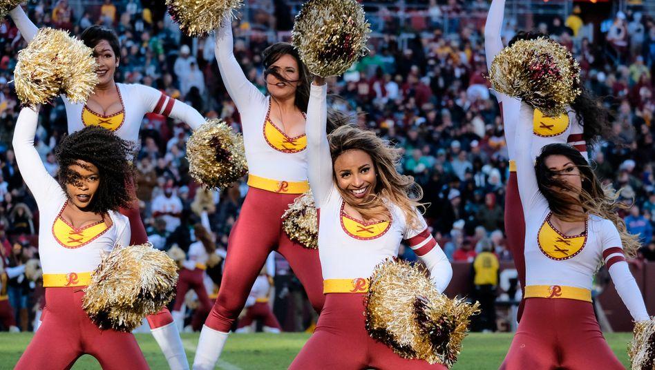 Die Cheerleader werden durch eine neue, 36-köpfige Unterhaltungsgruppe ersetzt