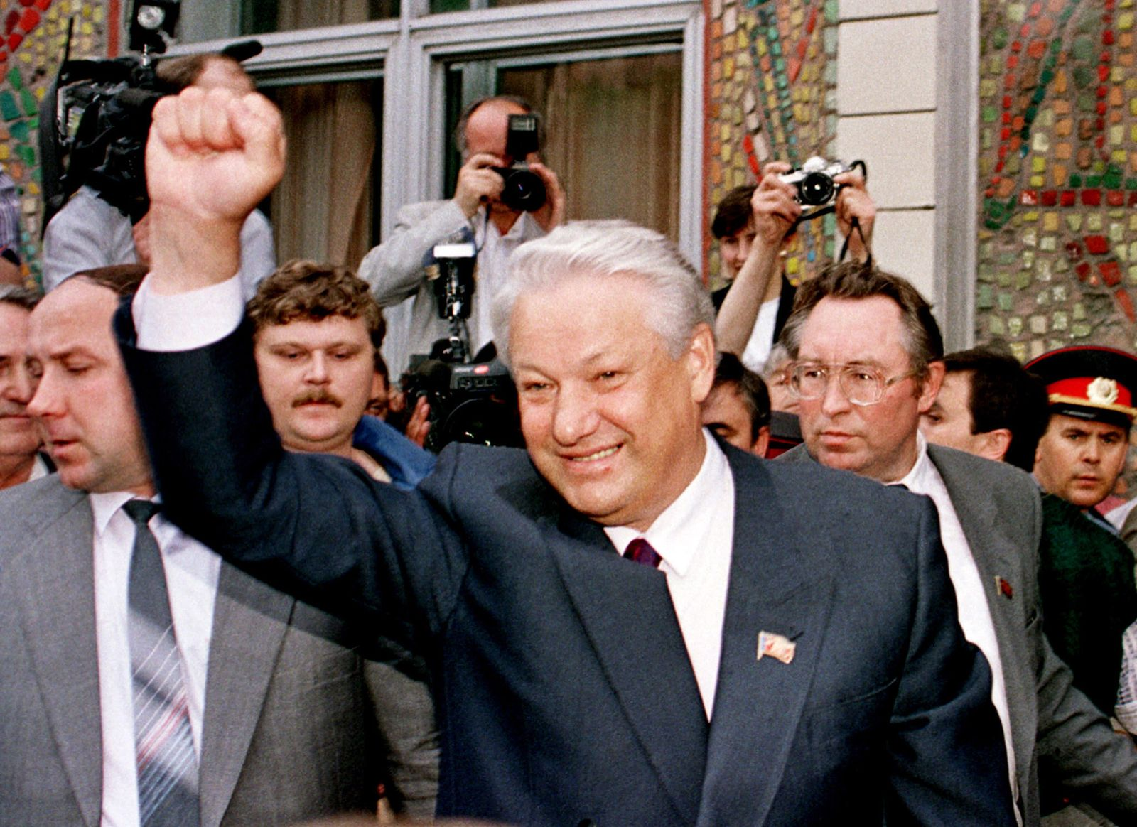 - FILE PHOTO 12JUN91 - [In a broadcast on national television on December 31 President Boris Yeltsin..