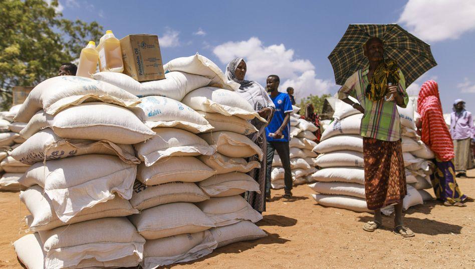 Lebensmittelspenden des World Food Programs in einem Dorf in Äthiopien