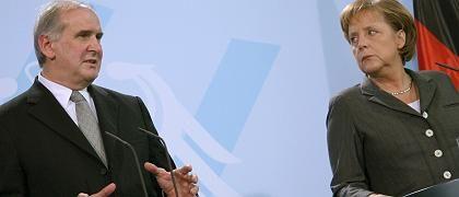 Merkel und Hasler bei Pressekonferenz: Ultimatum angedroht