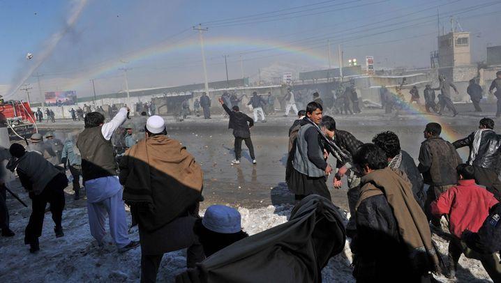 Aufruhr wegen Koran-Verbrennung: Proteste mit Steinschleudern