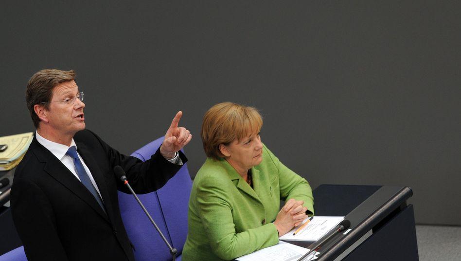 Koalitionspartner Westerwelle und Merkel: Schlechte Stimmungswerte für Schwarz-Gelb
