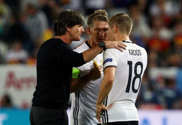 Joachim Löw, Bastian Schweinsteiger, Toni Kroos (v.l.n.r.)